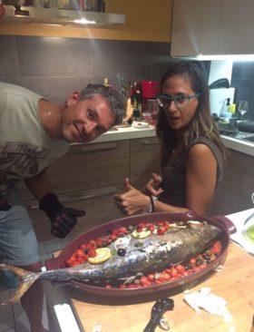 Palamita al forno con cipolla, olive e pomodorini datterini