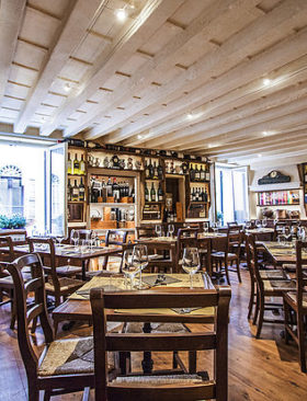 Drink wine in famous Osterie in Verona
