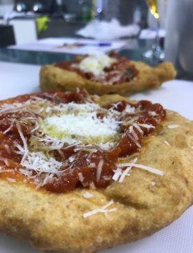 Ricetta pizza fritta napoletana: oggi impariamo dai maestri!