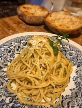 Ricette Laziali: mentuccia, pecorino e spaghetti ajo e ojo