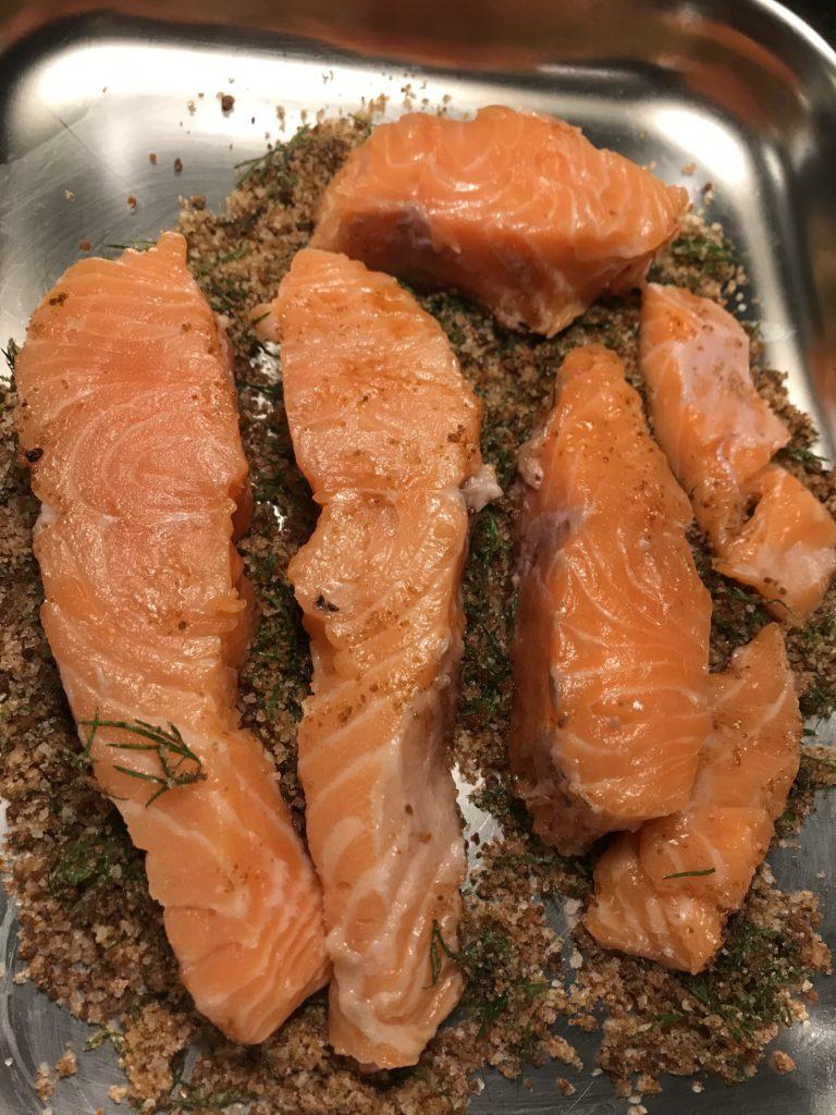 Preparazione salmone marinato sale zucchero
