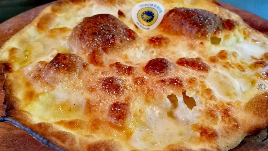 focaccia di Recco al formaggio IGP